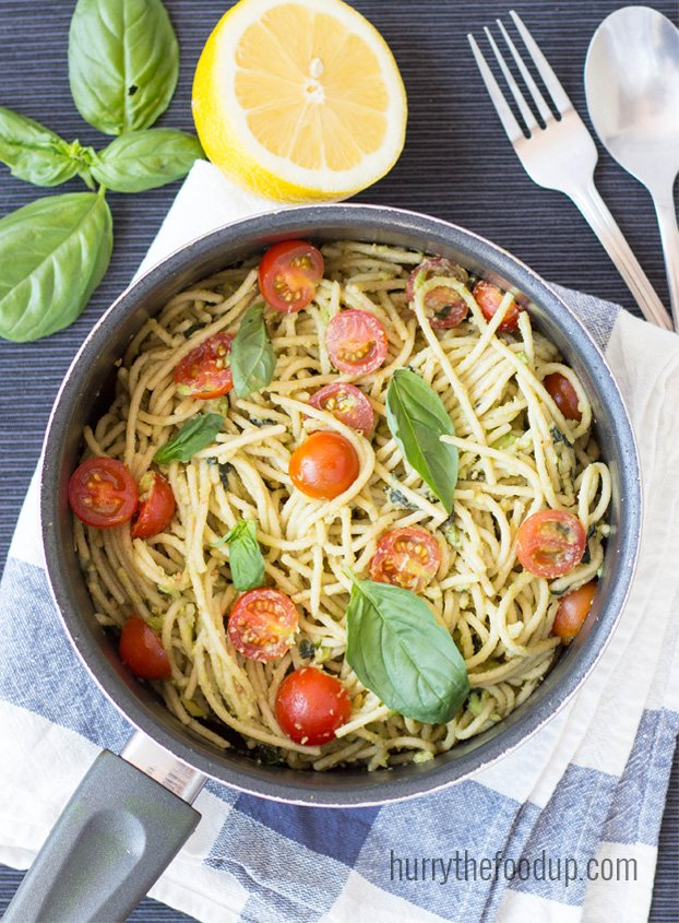 Creamy Avocado Pasta. Delicious, animal-free and takes less than 15 ...