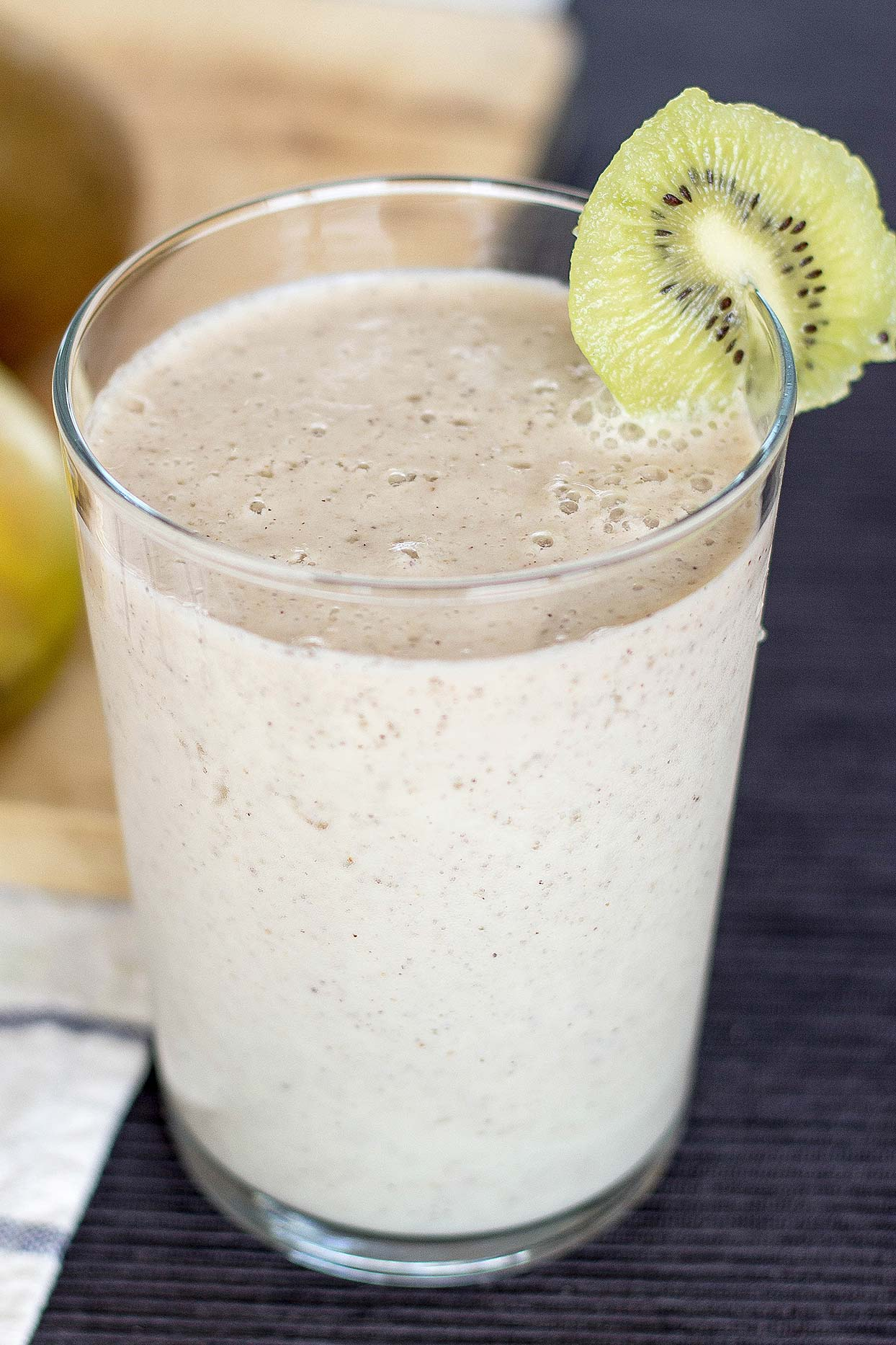 Spicy Kiwi Banana Smoothie. High in vitamin C, fiber and potassium. Delicious and tasty.| hurrythefoodup.com