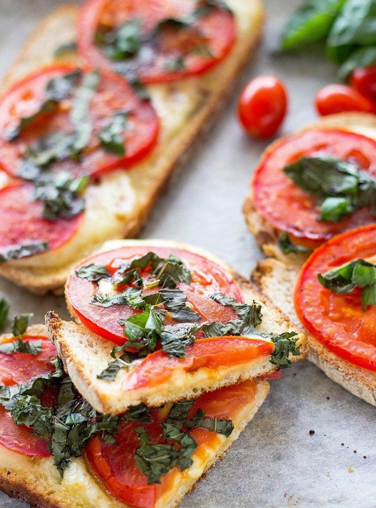 Tomato Mozzarella Bread | hurrythefoodup.com