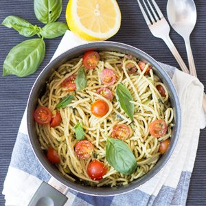 Quick and Creamy Avocado Pasta. Delicious, animal-free and takes less than 15 minutes to knock up. High in fiber and iron too!   hurrythefoodup.com
