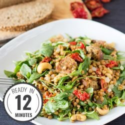 Arugula and Lentil Salad with easy to find ingredients. It's simple, tasty, vegan and really healthy! | hurrythefoodup.com
