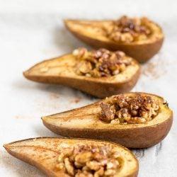 Easy Baked Pears. Prep Time 5 minutes, Bake Time 25 minutes | #dessert #vegetarian | hurrythefoodup.com