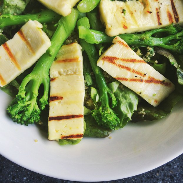 quick-vegetarian-high-protein-salads halloumi-chickpea-salad