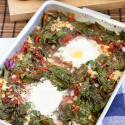 Anti Hangover Baked Eggs in Spinach and Tomato | #hangover #vegetarian #breakfast | hurrythefoodup.com