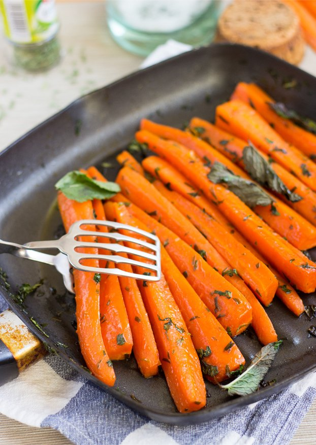 Delicious soft honey glazed carrots complemented with tarragon and mint for that real #Christmas #vegetarian | hurrythefoodup.com
