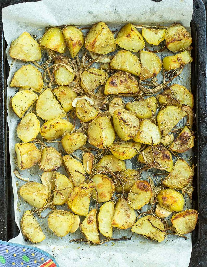 Proper Roast Potatoes. The best there are, were, and ever will be. Crispy, fluffy and with a hint of rosemary. | #Christmas #vegan | hurrythefoodup.com