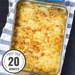 Crowd-Pleasing Potato Gratin. Prep Time 20 minutes, Bake Time 40 minutes | #Christmas #vegetarian | hurrythefoodup.com