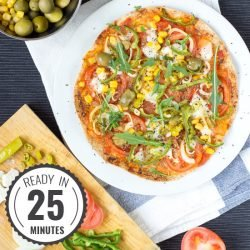 Crispy Tortilla Pizza. Ready in 25 minutes | #dinner #vegetarian #pizza | hurrythefoodup.com