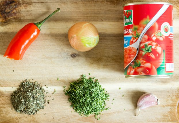 Simple, Sexy Salsa. Ready in 5 minutes | #salsa #vegetarian | hurrythefoodup.com