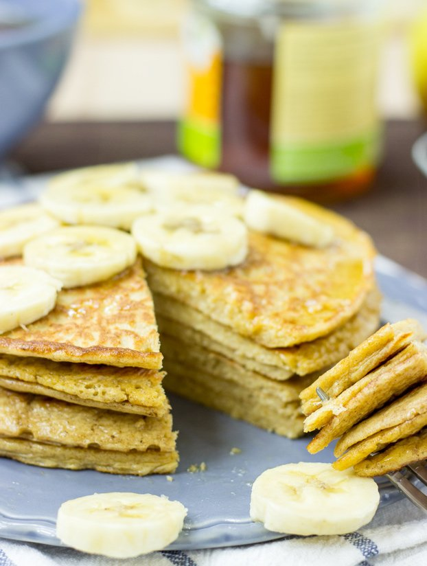 Cottage Cheese Pancakes. 37.5g of natural protein. You're welcome #vegetarian #breakfast | hurrythefoodup.com