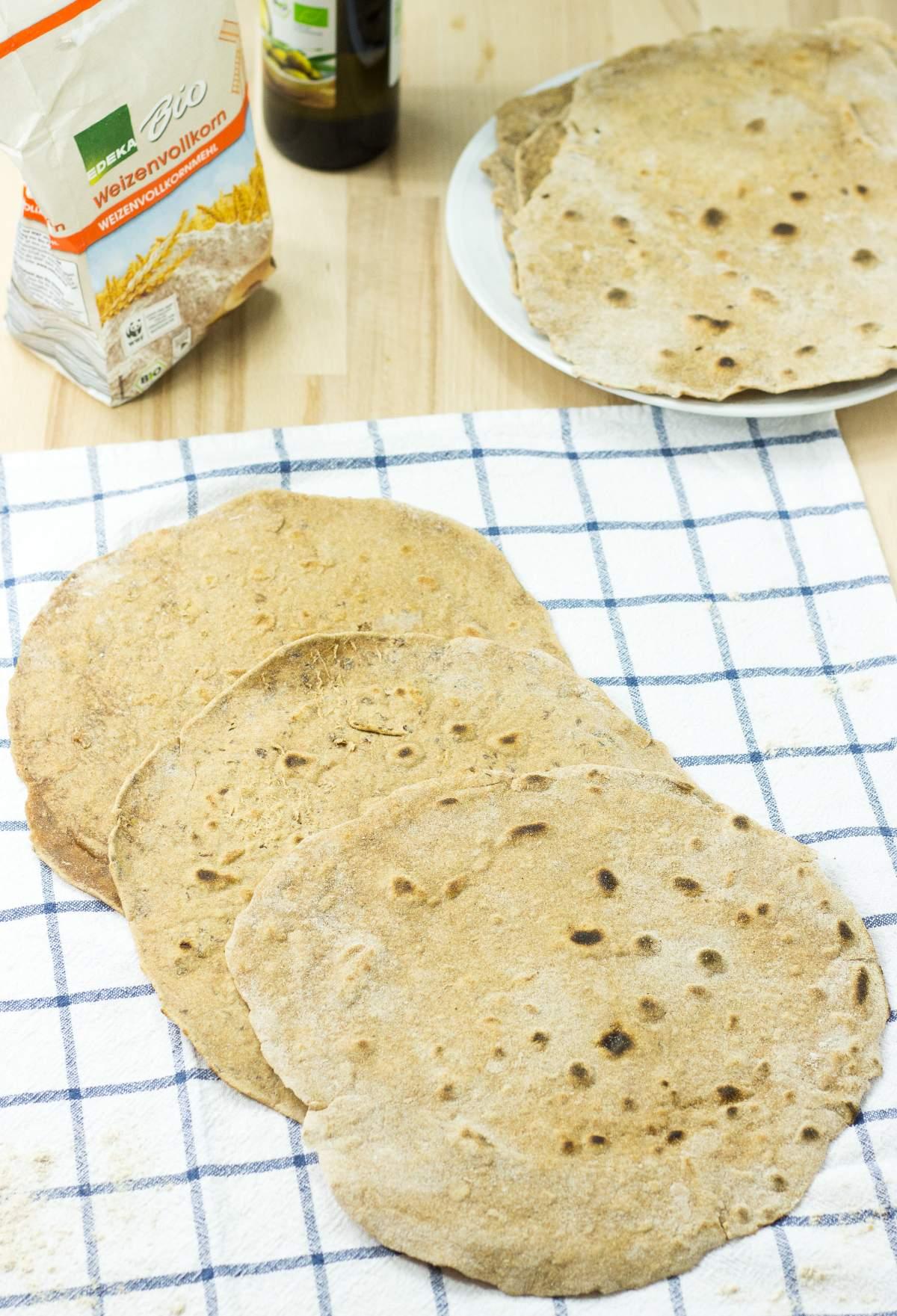 How To Make The Best Homemade Flour Tortillas (20 Minutes, Vegan)