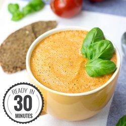Easy and Creamy Tomato Basil Soup #vegetarian #soup | hurrythefoodup.com