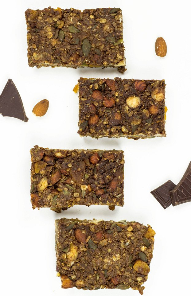 Simple and nutritious no bake protein bars - made in minutes | hurrythefoodup.com