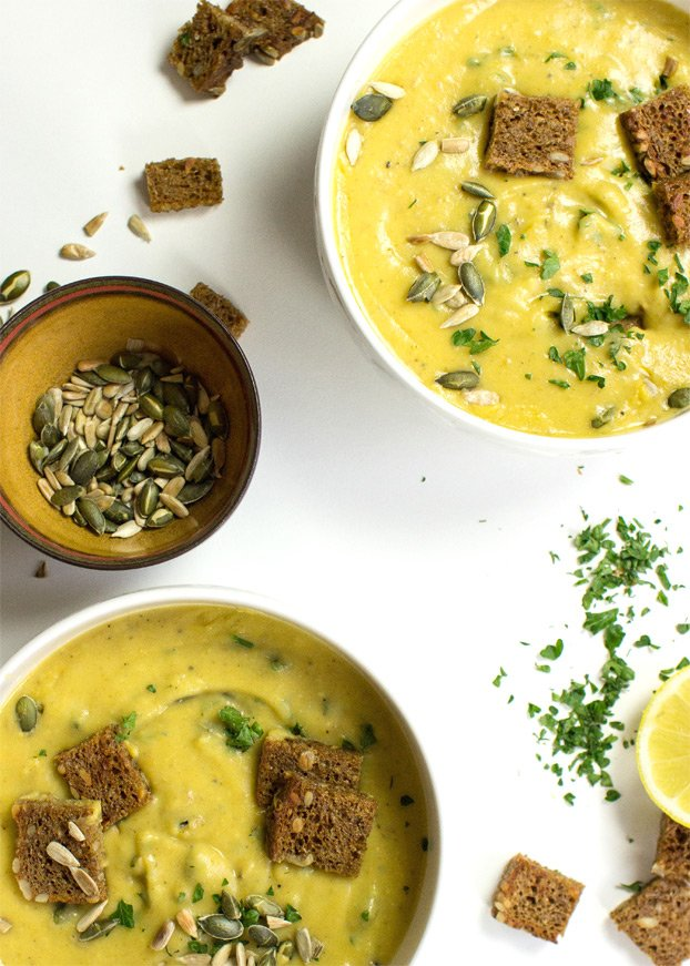 Vegan Potato Soup - Full on flavours & extremely satisfying | hurrythefoodup.com
