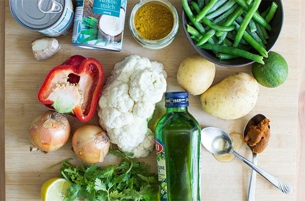 Easy Cauliflower Curry - Fresh, vegan and very satisfying   hurrythefoodup.com