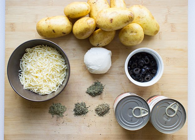 Perfect Pizza Potatoes - Gluten-Free Pizza - pizza potato ingredients #prep #chop | hurrythefoodup.com