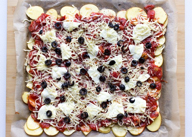 Perfect Pizza Potatoes - Gluten-Free Pizza - pizza potatoes ready to go #easy #tomato | hurrythefoodup.com