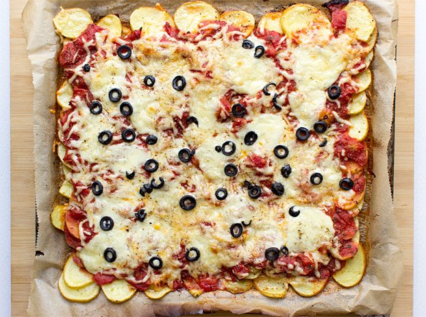Perfect Pizza Potatoes - Gluten-Free Pizza - pizza potatoes ready to eat #gluten-free #tomato | hurrythefoodup.com