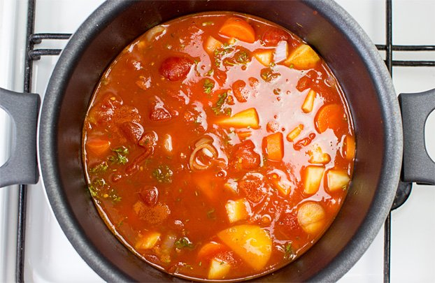 Pimped Vegan Tomato Soup - Not just your regular soup - tomato soup ingredients simmering #low calories #no butter | hurrythefoodup.com