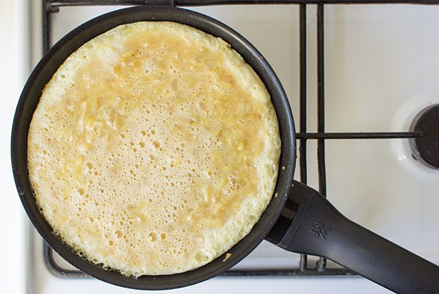 Quick Spanish Omelette - Perfect for breakfast! - cook it on low heat #apple #oil | hurrythefoodup.com