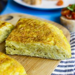 Quick Spanish Omelette - Perfect for breakfast! - spanish omelette ready to serve #omelette #easy | hurrythefoodup.com