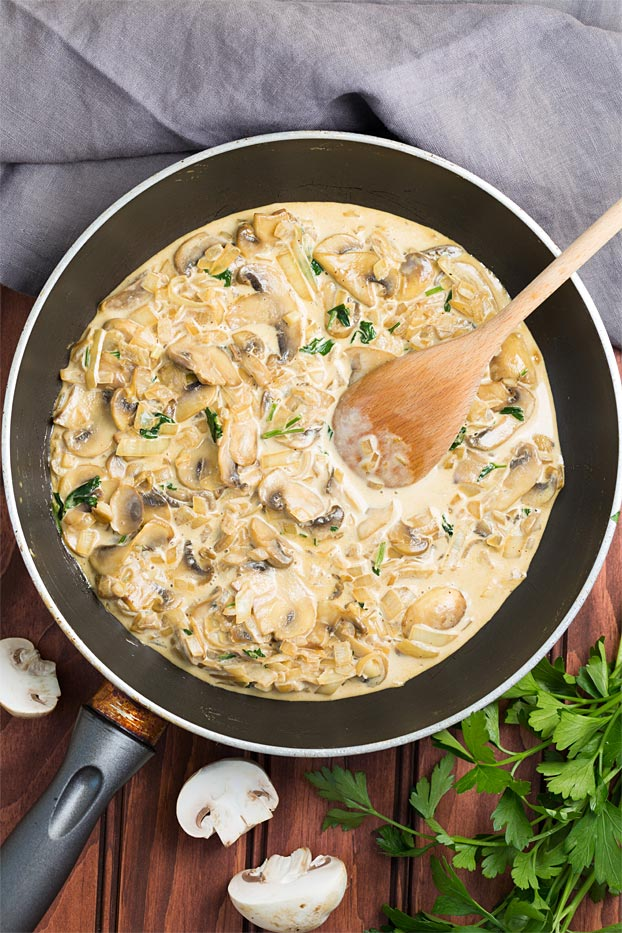 Creamy Garlic Mushrooms - ready in 20 minutes - creamy garlic mushrooms ready to eat #side #easy | hurrythefoodup.com