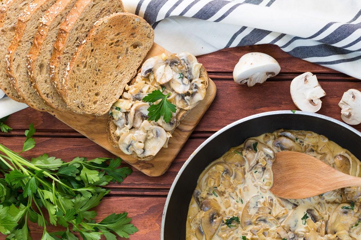 Creamy Garlic Mushrooms - ready in 20 minutes - creamy garlic mushrooms ready to serve #garlic #oil | hurrythefoodup.com