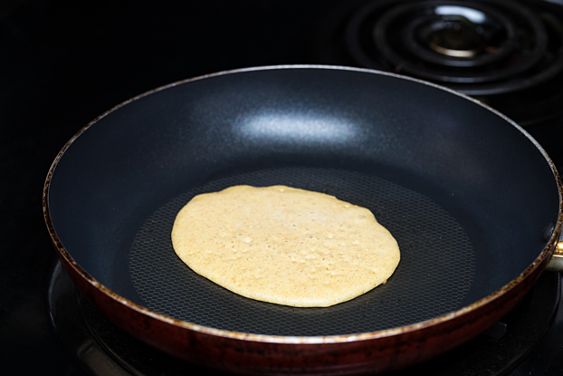 Gingerbread Pancakes - A Taste of Winter - cook each pancake at a time #breakfast #quick   hurrythefoodup.com