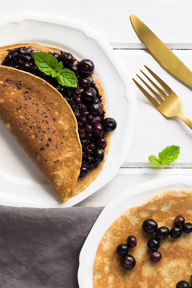 Gingerbread Pancakes - A Taste of Winter - gingerbread pancakes serving inspiration #Christmas #toppings   hurrythefoodup.com