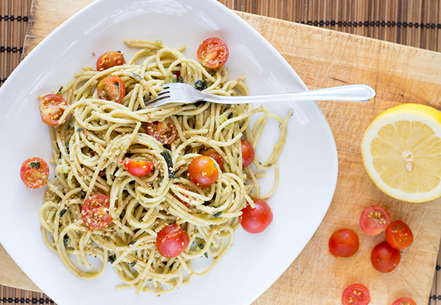 Avocado Pasta - 21 Vegetarian Dinner Recipes | hurrythefoodup.com