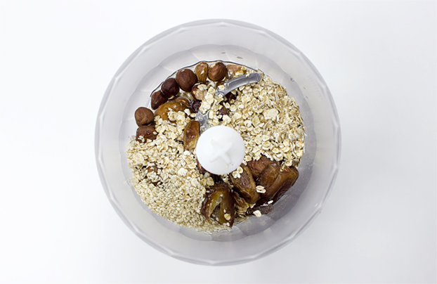 Raw Energy Bars - cut the junk - use a food processor to mix the dates, dried figs and half of the almonds and hazelnuts #vegan #energy | hurrythefoodup.com