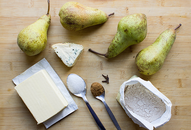 Supreme Pear Soup - and oh so easy - pear soup ingredients #pear #flour #butter | hurrythefoodup.com