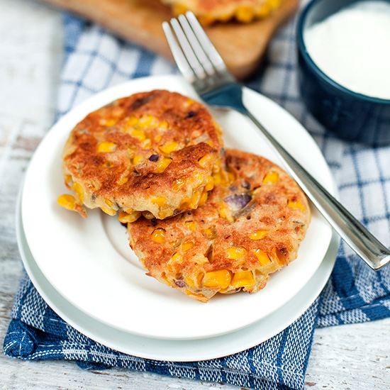 Sweetcorn Fritters - The new kitchen staple | hurrythefoodup.com