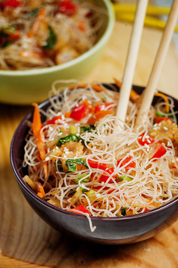Vegan Chow Mein - Quicker than delivery - chow mein is served #vegetable #sauce | hurrythefoodup.com