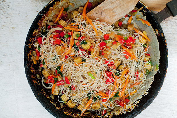 Vegan Chow Mein - Quicker than delivery - vegetables are mixed with noodles #sriracha #maple syrup | hurrythefoodup.com