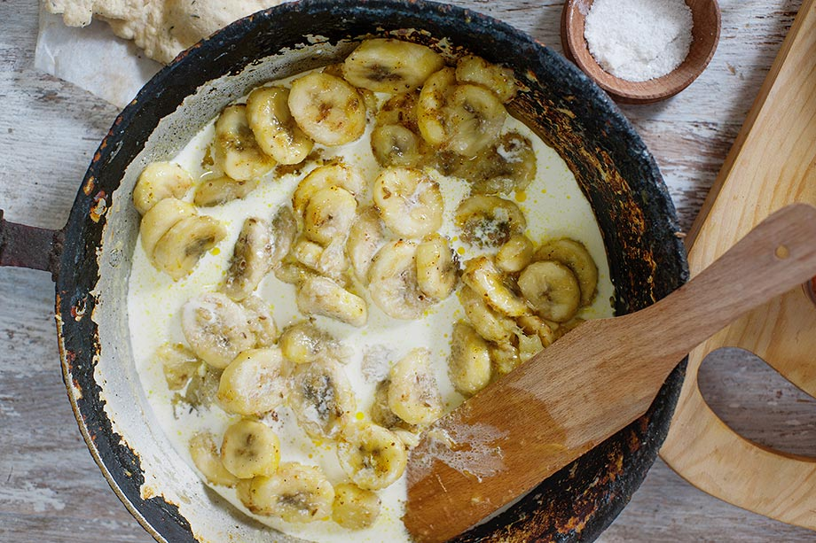 Banana Curry - without the slip ups - bananas are almost fried #ginger #red chili powder | hurrythefoodup.com