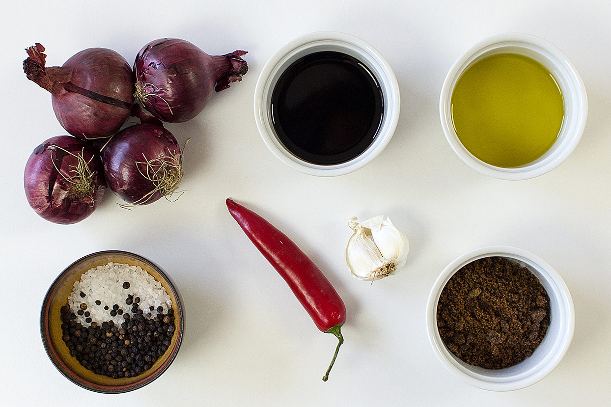 Chutney ingreadients: red oinions, dark brown sugar, garlic, chilli pepper, olive oil, balsamic vinegar etc. | Hurry The Food Up