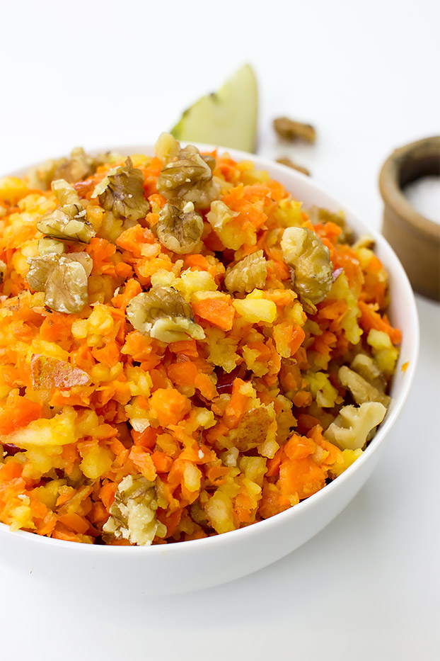 Easy Carrot and Apple Salad - Vegan, 6 ingredients - easy carrot and apple salad ready to eat | hurrythefoodup.com