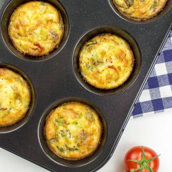 Italian-Style Breakfast Egg Muffins - Italian-Style Breakfast Egg muffins are baked in muffin slots #olive oil #basil | hurrythefoodup.com