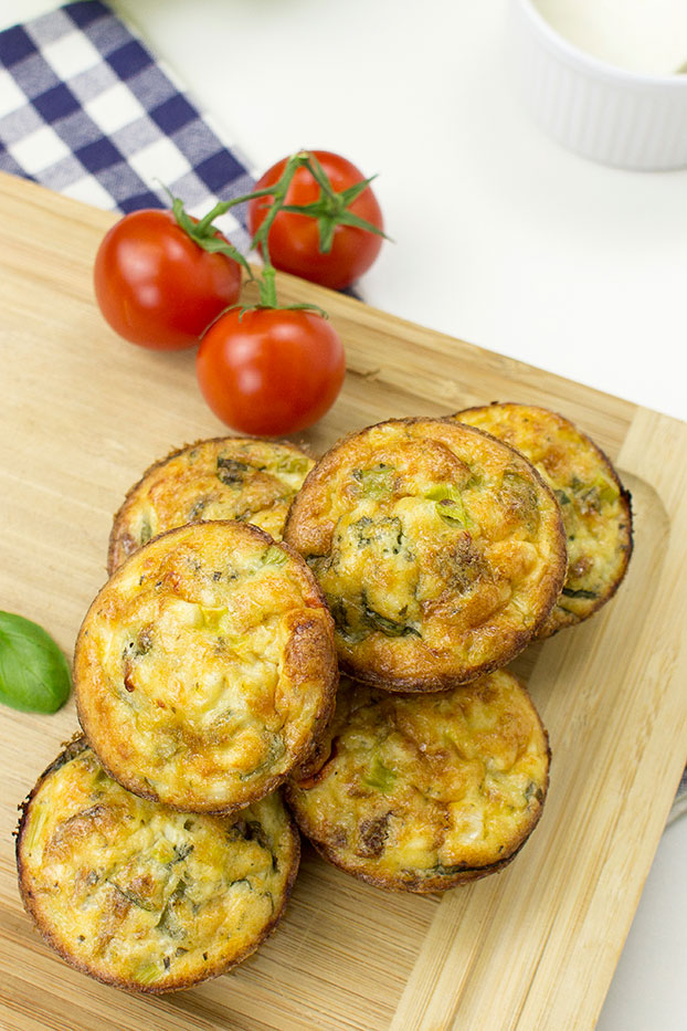 Italian-Style Breakfast Egg Muffins - Italian-Style Breakfast Egg muffins serving #feta cheese #olive oil | hurrythefoodup.com