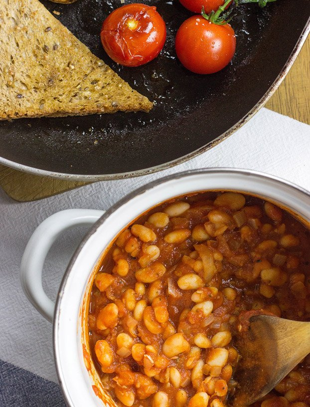 Vegetarian Baked Beans - 21 Cheap Family Meals – Healthy Vegetarian Budget Food | hurrythefoodup.com