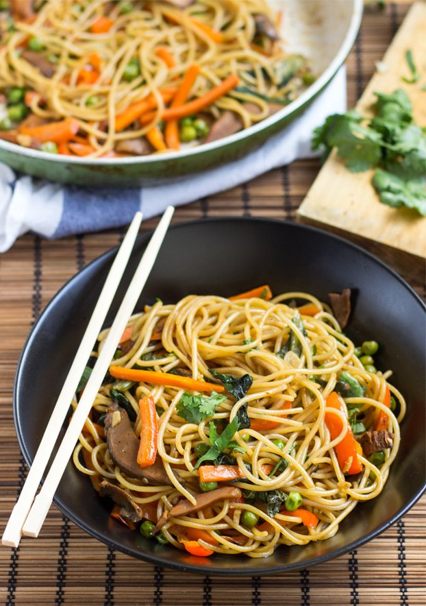 Delicious Fake Lo Mein - 21 Cheap Family Meals – Healthy Vegetarian Budget Food | hurrythefoodup.com