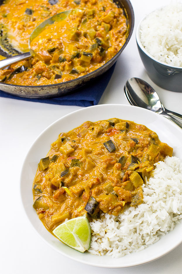 Amazing Aubergine Curry (Eggplant Curry) – Vegan & Delicious - perfect aubergine arrabiata curry ready to eat #spicy #dinner | hurrythefoodup.com