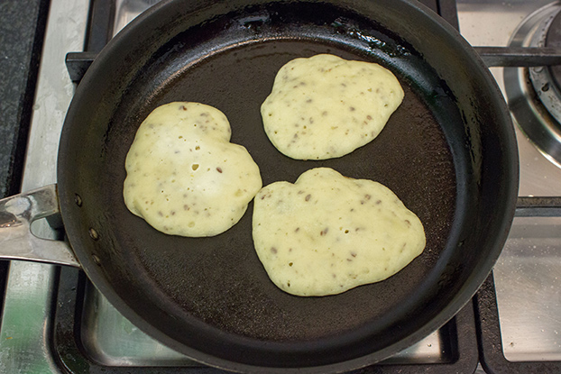 Pancakes are frying in the pan #baking powder #ground flaxseed | hurrythefoodup.com