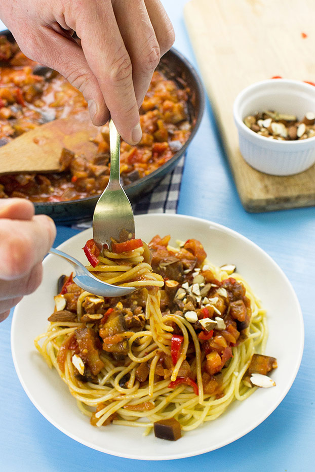 Pasta Arrabiata – Spice Up Your Food Life - the recipe is ready #chili pepper #almonds #penne #spaghetti | hurrythefoodup.com