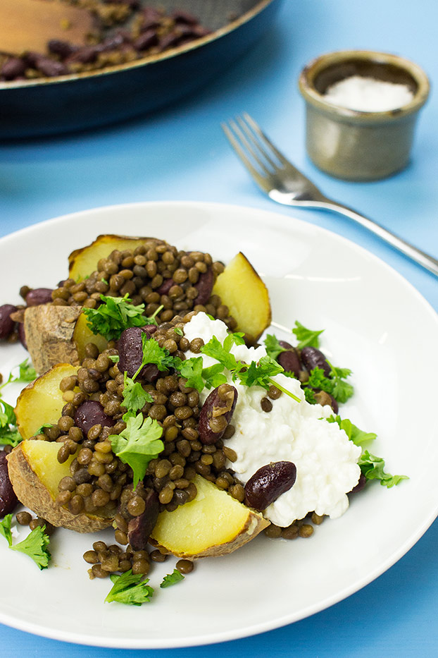 #baked potato toppings Microwave Baked Potato – The Ultimate Guide - The Bicep Buster recipe of microwave potatoes filled with beans, lentils and cottage cheese | hurrythefoodup.com