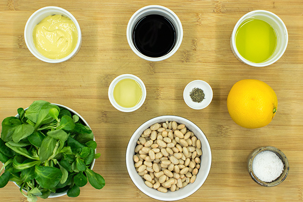 Speedy White Bean Salad - Make Lunch a Joy - Speedy White Bean Salad ingredients #white beans #lettuce | hurrythefoodup.com