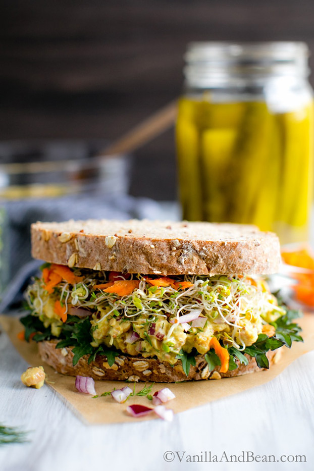 Smashed Chickpea Salad Sandwich - Vegetarian Weight Loss Recipes | hurrythefoodup.com