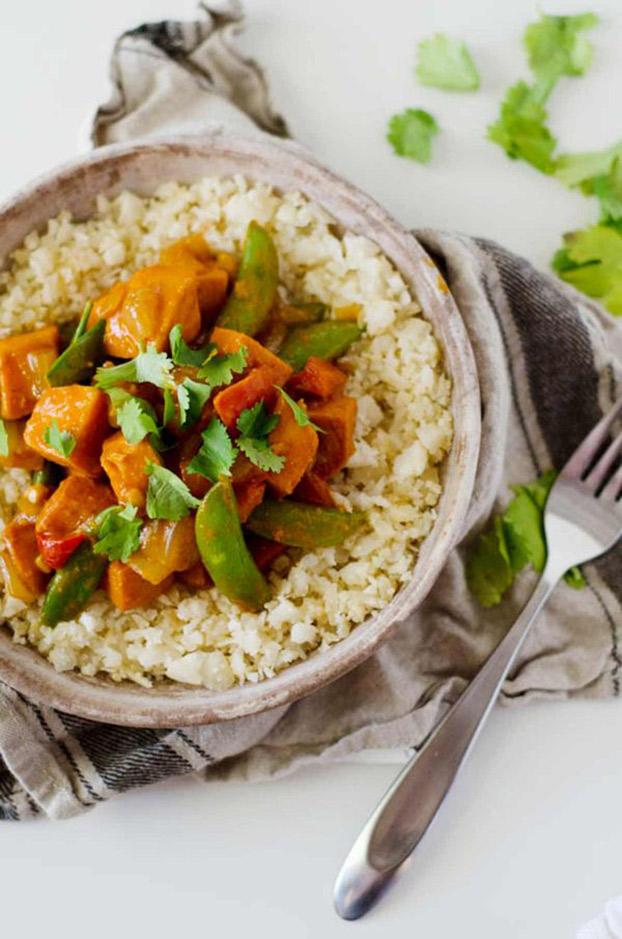 21 Vegetarian Curry Recipes - Aloo-Gobi (Spicy Cauliflower Potato Curry) | hurrythefoodup.com