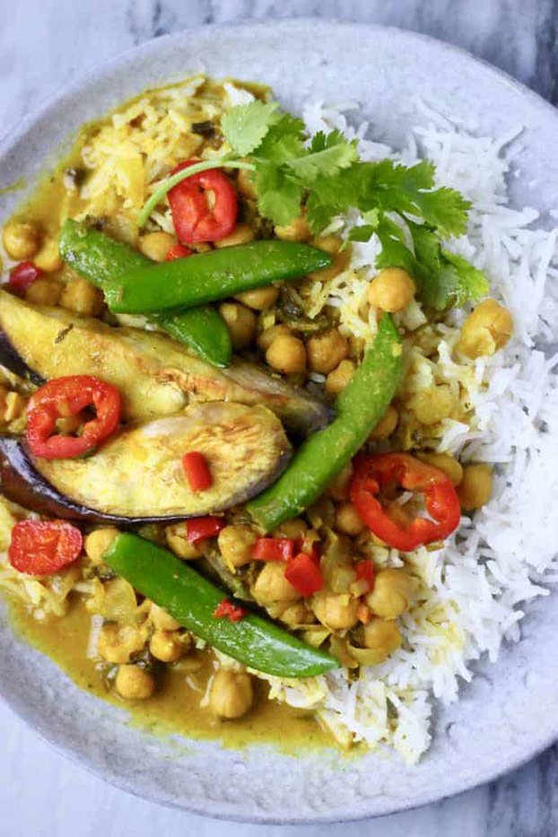 21 Vegetarian Curry Recipes - Eggplant Chickpea Peanut Curry | hurrythefoodup.com